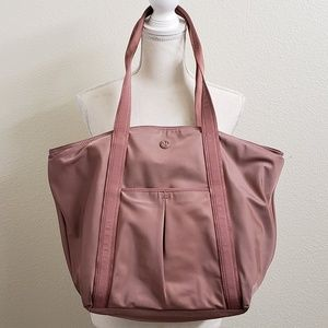 Lululemon Mauve/Blush Gym/Overnight Bag